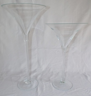 Add some hight to your candy buffet with these glamorous cocktail glass. Glass is able to hold approx 600ml. These also come as a pair Hire £15 a pair per 24 hours (Max number available: 1)